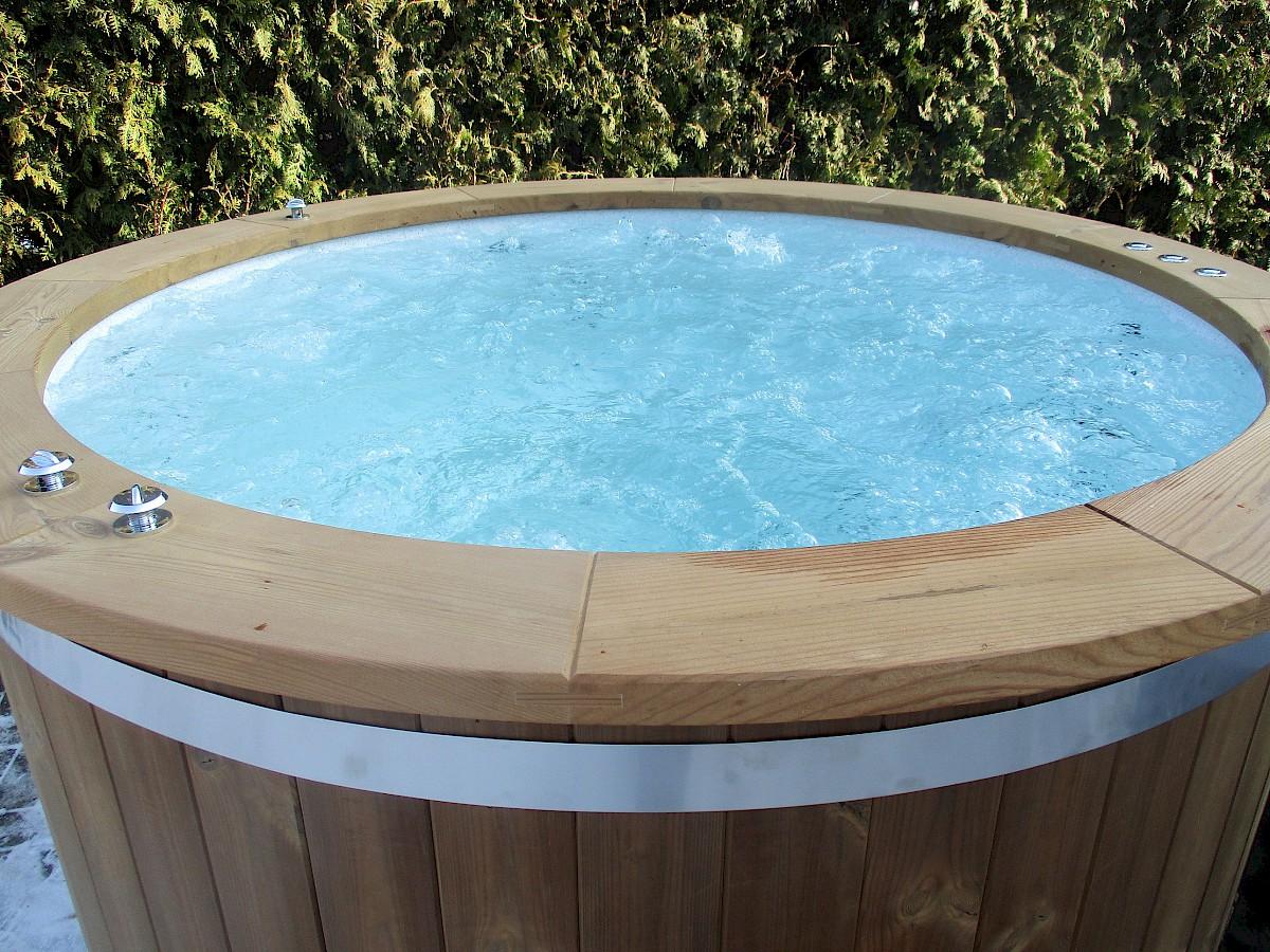 badefass badezuber sprudelsystem isbj rn hot tubs. Black Bedroom Furniture Sets. Home Design Ideas