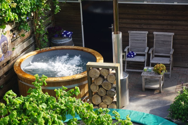 jacuzzi im garten oder garten jacuzzi kaufen isbj rn hottubs. Black Bedroom Furniture Sets. Home Design Ideas
